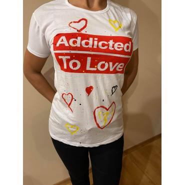 Ръчно рисувана тениска Addicted to love