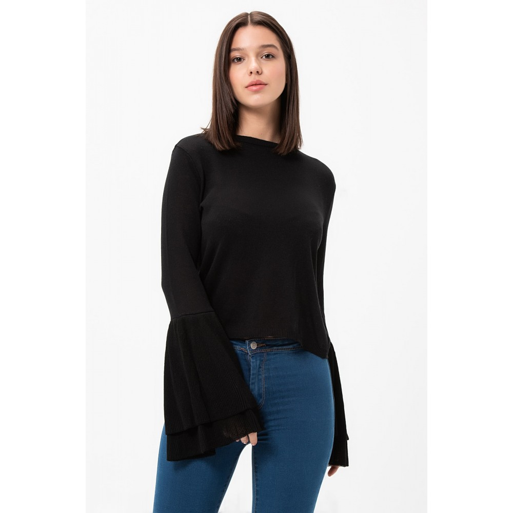 Черна блуза с ефектни ръкави
