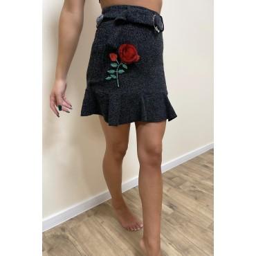 Плетена къса пола с 3D апликация, с колан с катарама, размер S, BERSHKA