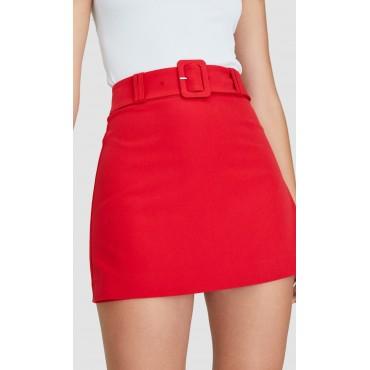Ефектни къси панталонки-пола, червени, с колан